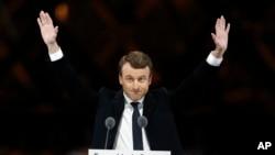 法國當選總統馬克龍在巴黎盧浮宮外面的慶祝大會上(2017年5月7日)
