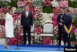 El nuevo presidente de Colombia, Iván Duque (R), juramenta a la vicepresidenta Martha Lucía Ramírez (L) durante su ceremonia de inauguración en la Plaza Bolívar, en Bogotá, Colombia, el 7 de agosto de 2018. REUTERS / Carlos Garcia Rawlins -