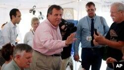 Gubernur New Jersey Chris Christie, salah satu dari 17 bakal calon presiden dari Partai Republik, berkampanye di festival Yunani di Manchester, N.H., 29 Agustus 2015.