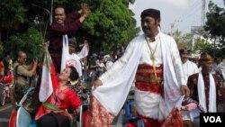 Becakpun ikut meriahkan perayaan Hari Tari Sedunia 2012 di kota Solo (29/4).