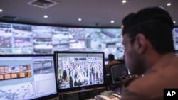 سعودي امنیتي ځواکونه د ترافیکي نظم او د حاجیانو د امنیت لپاره له ټکنالوژۍ کار اخلي