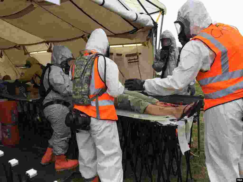 "The ""victims"" are brought into a triage area, Ft. Indiantown Gap, Pennsylania, Aug. 20, 2014. (Carolyn Presutti/VOA)"
