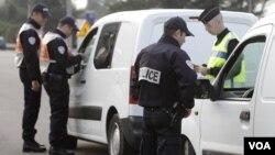 La policía francesa detuvo a 19 sospechosos extremistas islámicos.