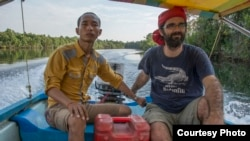 San Mala (left) and Alex Gonzalez Davidson (right), are co-founders of an environmental NGO Mother Nature Cambodia. (Photo courtesy of Mother Nature/Rod Harbinson)