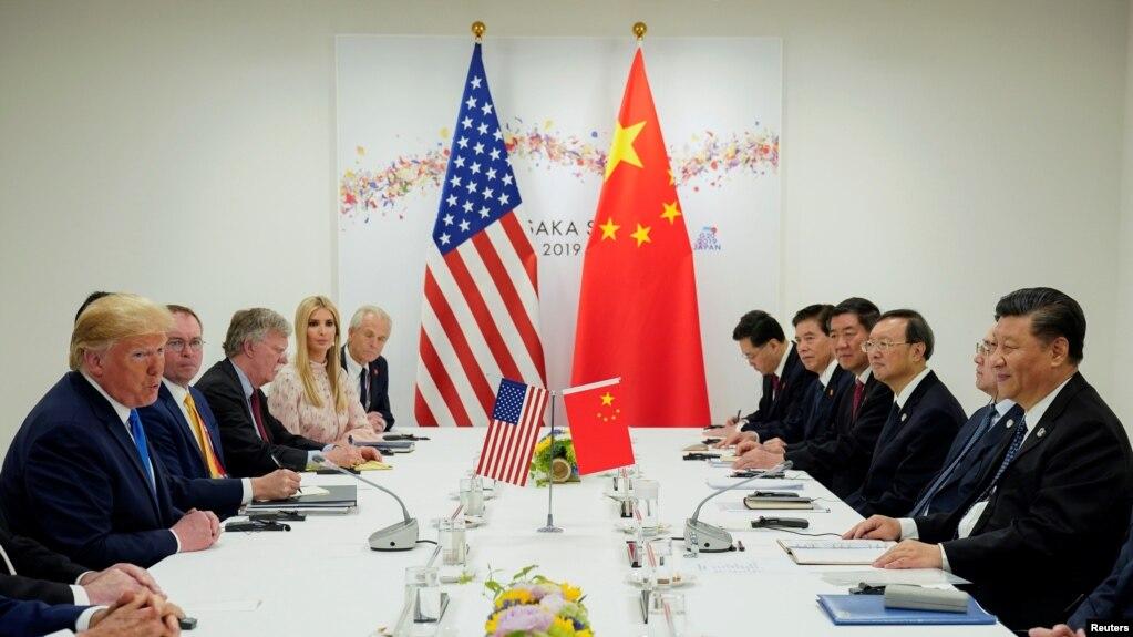 Tổng thống Mỹ Donald Trump gặp Chủ tịch Trung Quốc Tập Cận Bình vào đầu cuộc họp song phương tại hội nghị G20 ở Osaka, Nhật Bản, ngày 29 tháng 6, 2019.