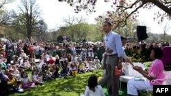 奥巴马在白宫草地读童话