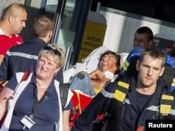 2015年8月21日法国急救人员抵达阿拉斯火车站抢救伤员