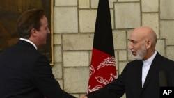 29일 하미드 카르자이 아프간 대통령과 만난 데이비드 캐머런 영국 총리 (왼쪽)