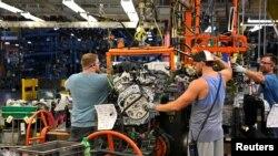 Archivo - Línea de montaje de motores en la planta de General Motors en Spring Hill, Tennessee, Estados Unidos. 22 de agosto, 2019. REUTERS.