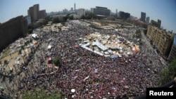 Aksi demo menentang kepemimpinan Presiden Mohamed Morsi terus berlanjut di Lapangan Tahrir, Kairo (30/6).