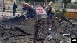 土耳其爆炸现场:一位妇女哀嚎