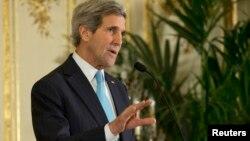 Ngoại trưởng Hoa Kỳ John Kerry nói chuyện tại một cuộc họp báo, 12/1/14