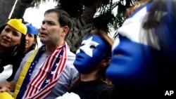 El legislador republicano Marco Rubio, acompañó a un gran número de venezolanos, en Florida, quienes exigieron al gobierno de Venezuela un alto a la violencia en su país.