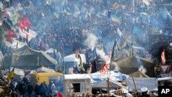 Kiev'in Bağımsızlık Meydanı'nda devam eden çatışmalar