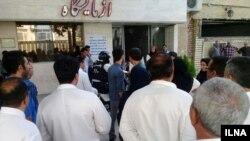 تجمع اعتراضی کارکنان بیمارستان امام خمینی کرج- آرشیو
