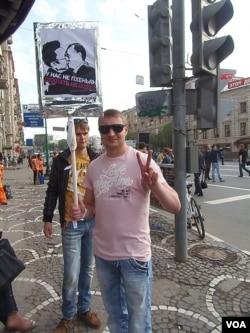 2012年5月莫斯科的一場反普京示威中,一名示威者批評普京與北韓獨裁者過於走近。北韓在俄羅斯社會中的形像不好。(美國之音白樺)