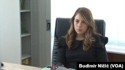 Na koji način je došlo do toga da se izdaju rešenja sa dva različita prezimena istoj osobi koja obavlja istu funkciju: Jovana Filipović