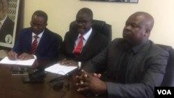 UMnu. Morgen Komichi lamanye amalunga ebandla leMDC-T ekhokhelwa nguMnu. Nelson Chamisa.