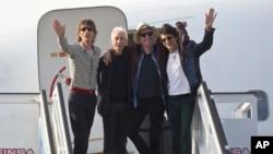 گروه رولینگ استونز در فرودگاه هاوانا، کوبا ۲۴ مارس ۲۰۱۶
