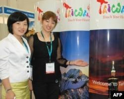 台湾医疗机构负责人黄靖雅(右)赵美珍(左)