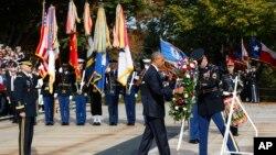奧巴馬向無名戰士墓敬獻花圈