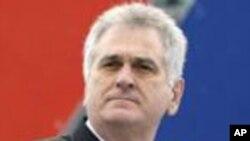 Thắng lợi đã về tay ứng cử viên đối lập có lập trường quốc gia, ông Tomislav Nikolic.