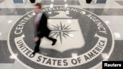 在美国中央情报局总部前厅里
