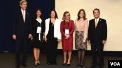 美国国务卿克里与台湾领袖代表宋楚瑜在秘鲁利马的亚太经济合作会议(APEC) (2016年11月18日)