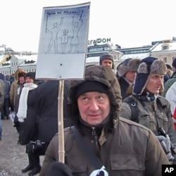 """2月4日莫斯科反政府示威標語中包括""""普京使我們團結在一起"""""""