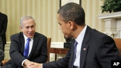 U.S. President Barack Obama (R) shakes hands with Israel's Prime Minister Benjamin Netanyahu during their meeting in the Oval Office of the White House in Washington, March 5, 2012
