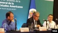El secretario general de la OEA, Luis Almagro, reiteró que la agenda para avanzar en una resolución sobre Venezuela debe incluir respeto a la independencia de poderes, liberación de presos político, elecciones generales y la apertura de un canal humanitario [Foto: Mitzi Macias,VOA].