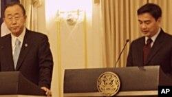 ເລຂາທິການໃຫຍ່ ອົງການ ສປຊ ທ່ານ Ban Ki Moon ແລະ ນຍ ໄທ ທ່ານອະພິຊິດ ເວດຊາຊີວະ (26 ຕຸລາ 2010)