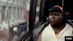 Gabourey Sidibe memerankan Precious Jones, remaja 16 tahun korban perkosaan ayahnya dan penyiksaan ibunya. Gaby bukan seorang aktris, melainkan gadis biasa, mahasiswi ilmu psikologi.