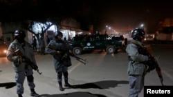 2014年11月27日,警察抵达首都喀布尔事件现场。
