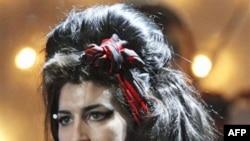 Këngëtarja britanike Amy Winehouse anuloi pjesërisht turneun evropian