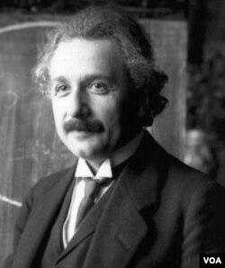 Dr. Albert Einstein, sangat terkesan dengan gerakan non kekerasan yang dipimpin Mahatma Gandhi di India.