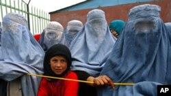 افغان مہاجرین کے لیے نئی حکمت عملی پر عمل درآمد شروع