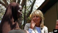 케냐에서 기아상황을 살펴보는 질 바이든 여사
