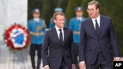 Predsednici Srbije i Francuske, Aleksandar Vučić i Emanuel Makron, ispred spomenika zahvalnosti Francuskoj u Prvom svetskom ratu, na Kalemegdanu, u Beogradu, Srbija, 15. juli 2019.
