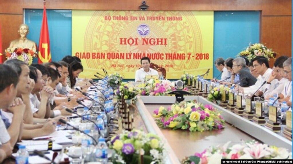 Bộ trưởng TT-TT Nguyễn Mạnh Hùng tại hội nghị hôm 10/8/2018.
