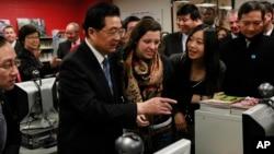 2011年1月21日中国国家主席胡锦涛访问芝加哥沃尔特佩顿学院预科中学的孔子学院