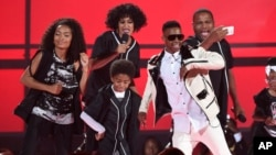 Yara Shahidi, from left, Tracee Ellis Ross, Miles Brown, Silento, and Anthony Anderson perform at the BET Awards at the Microsoft Theater on June 28, 2015, in Los Angeles.