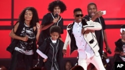 Yara Shahidi, from left, Tracee Ellis Ross, Miles Brown, Silento, and Anthony Anderson perform at the BET Awards at the Microsoft Theater, June 28, 2015, in Los Angeles.