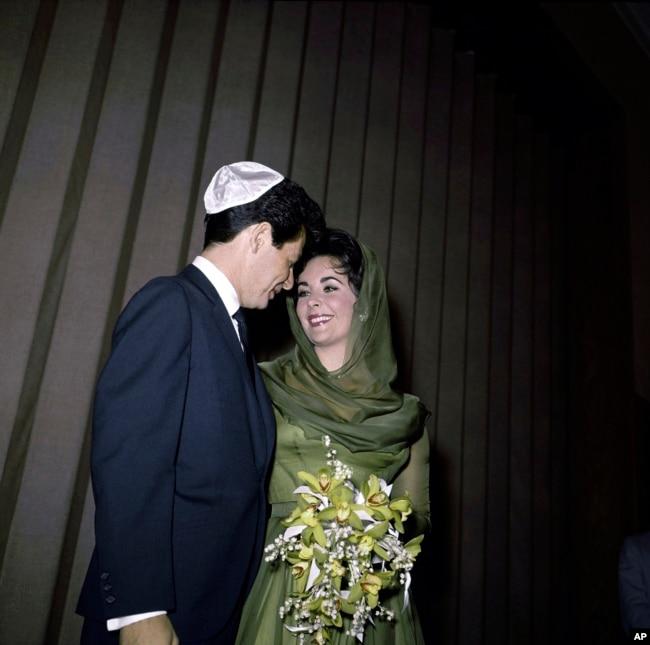مراسم ازدواج الیزابت تیلور و همسر چهارمش ادی فیشر درلاس وگاس