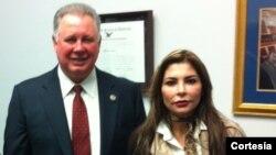 """La organización """"LIBERENLOS YA !"""" con sede en Washington, es presidida por la ex jueza penal venezolana Yuri López. [Foto: Liberenlos Ya!]"""