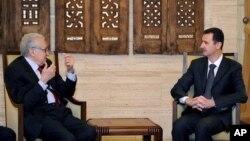 Izaslanik UN-a i Arapske lige Lakdar Brahimi tokom susreta sa sirijskim predsednikom Bašarom al-Asadom