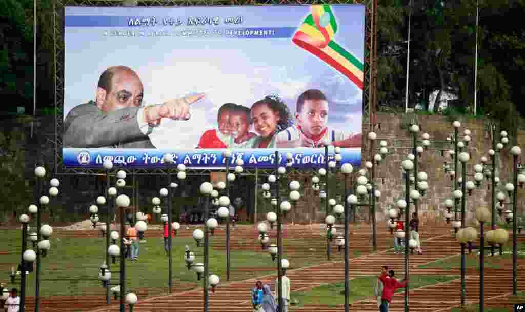 Một tấm poster với hình Thủ tướng Meles ở khu trung tâm thành phố Addis Ababa, Ethiopia, tháng 5, 2010.