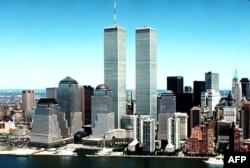 Saldırıda yıkılmadan önce New York'taki Dünya Ticaret Merkezi'ne ait İkiz Kuleler