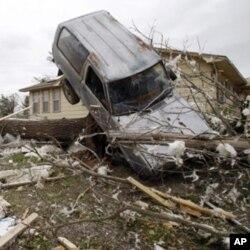 龍捲風吹襲奧克拉荷馬州
