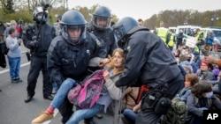 APTOPIX Virus Outbreak Germany Protest